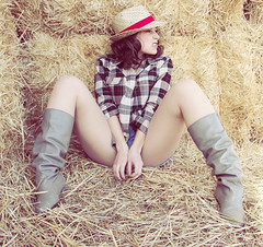 Country Pat (Nanihta (Sol Vzquez)) Tags: summer portrait espaa art sol girl beautiful hat female photoshop photography spain chica legs boots pat femme country attitude shorts sombrero cowgirl plaid botas daisydukes piernas fotografa vazquez actitud cutoffs vzquez cowboots nanah nanihta shirtplaid