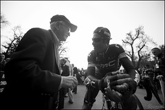 George Hincapie took all the time in the world to chat with Fred Mengoni, who got G on his team as an amateur. (kristof ramon) Tags: cycling italia milanosanremo georgehincapie procycling laprimavera milansanremo bmcracingteam teambmc kramon kramonbe