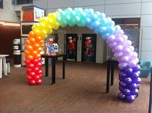 Ballonboog 7m in Regenboog Kleuren voor Unilever Rotterdam
