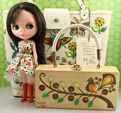 96/100 Faith & Enid (Squirrel Junkie) Tags: vintage faith purse kenner blythe hop raven kb akad ninetysix adad enidcollins houseofpinku 96366 shinylids kenner365