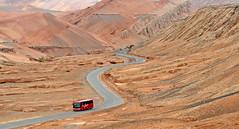 SETRA Reisebus im Bezekliktal bei Turfan, Xinjiang