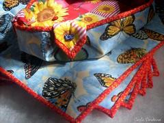 conjunto Girassol & Borboletas (Carla Cordeiro) Tags: placemat boto borboleta patchwork cozinha joaninha girassol cestinha jogoamericano cantomitrado