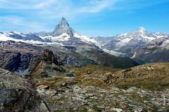 das Matterhorn (welenna) Tags: blue schnee summer sky mountain lake snow mountains alps landscape switzerland see view swiss berge matterhorn alpen landschaft wallis schwitzerland