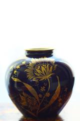 japanese vase (Juan Manuel Bautista Hoepfner) Tags: blue flower japan azul golden nikon vase dorado cobalt cobalto japn florero d7000