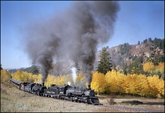 Leaving The Narrows (TrainsandTravel) Tags: usa newmexico chama narrowgauge 489 484 thenarrows 282 tatsunis cumbrestoltecscenicrailroad drgw vereinigtestaaten schmalspur k36 ctsr voieetroite