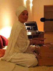 "Sat Karam Kaur singing Kirtan • <a style=""font-size:0.8em;"" href=""http://www.flickr.com/photos/59177638@N04/6809782908/"" target=""_blank"">View on Flickr</a>"