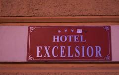 shooting star (renatomusacchio) Tags: stella hotel excelsior cadente retrocessione declassamento
