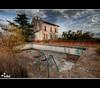 Antiguo Caserio (Huella4) Tags: piscina colores ruinas nubes otoño caserio nikond200 superaplus aplusphoto huella4 conchireyes edificasión escalerasmatorrales