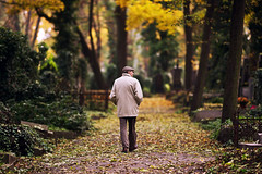 gramps walking (Dennis_F) Tags: autumn friedhof fall colors graveyard zeiss prague sony herbst praha fullframe dslr 135mm 13518 a850 sonyalpha sonydslr vollformat cz135 zeiss135 dslra850 sonya850 sonyalpha850 alpha850 sony135 sonycz135