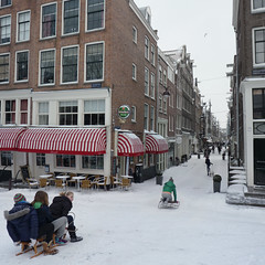 Hee Amsterdam je bent nog net als toen (Bn) Tags: world city winter white snow cold holland ice church netherlands amsterdam weather bike bicycle kids scarf wonderful children geotagged fun topf50 warm downtown heart centre extreme capital skating nederland freezing canals gloves cap enjoy biking western sledding keep biker anton temperature hook february sliding snowfall sled mokum playful slippery neighbourhood pleasure channel sleds amstel jordaan sneeuwpret slee knmi westertoren egelantiersgracht wintery westerkerk tweede rijden 9c drukwerk 50faves pieck sleetje egelantiersdwarsstraat hilletjesbrug geo:lon=4882436 geo:lat=52376280