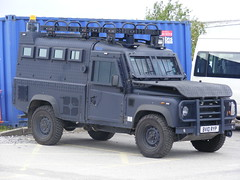 1436 - GMP - Greater Manchester Police - Land Rover Defender - ARV - BV10 RYP - Armoured Tactical Firearms Vehicle - XG52 (Call the Cops 999) Tags: light manchester police rover september workshop vehicle greater range complex gmp strobe response unit firearms armed armoured tactical 2011 arv openshaw bv10ryp