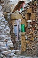 Fuera de lugar (SantiMB.Photos) Tags: espaa poster geotagged ruins stones ruinas tamron 18200 esp tarragona cartel piedras cataluna fujivelvia100f adaptativecontrast geo:lat=4111718524 geo:lon=125886261