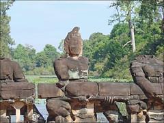 Naga-balustrade de l'entrée est du temple Preah Khan (Angkor)