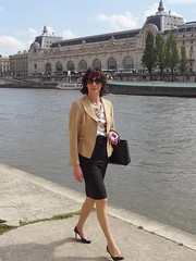 Walking along the Seine river / Marchant le long de la Seine (french_lolita) Tags: black skirt blouse camel jacket