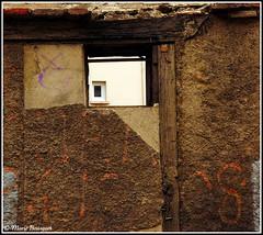 La fenêtre dans la fenêtre dans le mur (bleumarie) Tags: fuji mfcc photomariebousquet