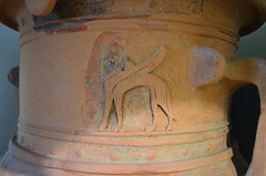 Pithos with 'Daedalic' decoration: detail (diffendale) Tags: ceramica museum greek ancient ceramics display kreta vessel exhibit muse creta greece pots grecia clay crete vase pottery museo winged creature artifact archaeological griechenland antico grce candia greco grecque cretan chania  yunanistan kriti archeologico crte quadruped   vasellame   daedalic   7thcbce dedalico mid7thcbce late7thcbce