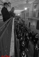 Confraternita San Filippo Neri (Luca Magni) Tags: italy look easter candles italia christ pascua sguardo christianity procession aprile brotherhood velas viernessanto croce abruzzo pasqua hooded 2014 procesin cristianismo processione buscar espiritualidad encapuchado lanciano incappucciati cristianesimo fraternidad spiritualit sanfilipponeri processionegiovedsanto easter2014 pasqua2014 pascua2014