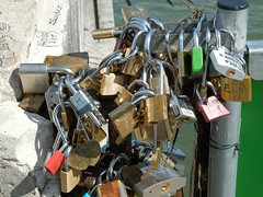 Love padlocks (ComputerHotline) Tags: bridge paris france closeup outdoors vacances ledefrance pont vacations fra lovelock urbanscene traveldestinations famousplace citybreak nationallandmark internationallandmark scneurbaine planrapproch lovepadlock lieutouristique prisedevueenextrieur cadenasdamour destinationdevoyage hautlieutouristiqueinternational hautlieutouristiquenational escapadeurbaine