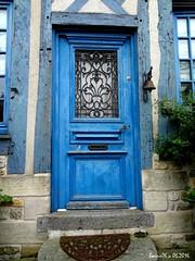 La porte bleue (Barnie76@ ,) Tags: bleu porte normandie paysdauge calvados couleur bois habitation bassenormandie habitatancien sonydschx10v