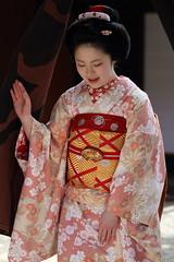 KIMONO (Teruhide Tomori) Tags: portrait woman girl japan kyoto traditional maiko   kimono gion     misedashi   katsuhina