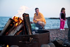 Campfire with Family (Bluefin Bay on Lake Superior) Tags: lake bonfire shore bluefinbayresort