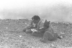 Soldiers Eating Matzot at the Red Sea (Government Press Office (GPO)) Tags: food holiday beach water army newspaper media eating redsea soldiers 121 eilat idf passover matza