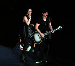 Thompson Square in Concert (Colorado Sands) Tags: music usa celebrity musicians america us concert colorado singing unitedstates duo group performance performing band denver american singers celebrities amerika winners guitarist thompsons acm 2012 pepsicenter vocalists vocalduo entertainers americanmusic academyofcountrymusicawards sandraleidholdt shawnathompson keiferthompson thompsonsquare academyofcountrymusic leidholdt sandyleidholdt topvocalduel 2012topvocalduo