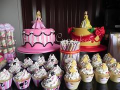 Barbie y Bella para Magali y Valentina (Mily'sCupcakes) Tags: pink girls cakes barbie wrappers buenosairesargentina brochette beautyandbeast bellaybestia golosinaspersonalizadas milyscupcakes