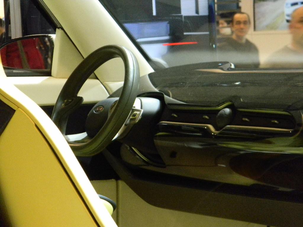 937dca3cb9509e DSCN4403 (Solmaz Akef) Tags  toronto ford vw autoshow spyder cadillac gucci  bmw kia