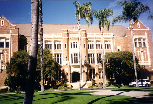 How to get into Loyola High School Los Angeles?