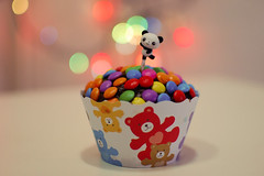 Panda loves cupcake  (Natlia Viana) Tags: cute colors miniature panda teddy sweet bokeh chocolate cupcake bolo bolinho 35mm18 natliaviana