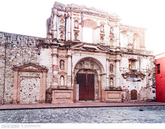 Compania de Jesus ruins in Antigua, Guatemala (Vincent Demers - Travel Photographer) Tags: voyage old city trip travel urban building history church architecture facade town ancient ruins cathedral guatemala antigua mayan oldbuilding centralamerica travelphotography spanishculture smallcity laantigua colonialstyle oldruin lacompania architectureandbuildings traveldestination lacompaniadejesus travellocation