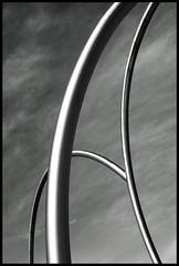 Ona 1 (Herminio.) Tags: barcelona 2003 sculpture port puerto harbor wave catalonia escultura acer barceloneta tub catalunya vague oldtown olas tubo catalua ola barcelone onada acero catalogne ciutatvella 372 alfaro ciudadvieja onades lavague andreualfaro tubesteel lavieilleville lasculpture tubeacier
