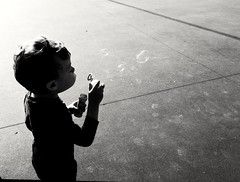 #bolle di sapone #child #beautifulday #sunday #happyness (Mamle) Tags: child sunday bolle happyness beautifulday