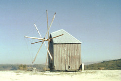 . (green_is_in) Tags: color slr film portugal windmill 35mm iso200 analogue paradies prakticaltl epson330