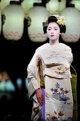 (Tamayura) Tags: japan night mar nikon kyoto maiko kansai d3 2012 higashiyama yasakajinja gionkobu 70200mmf28gvrii 201203101836000