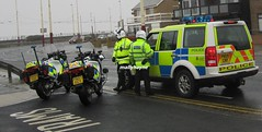 HEAVY HAULAGE & ABNORMAL LOAD ESCORTING (mallyhayne) Tags: police rover lancashire land discovery pn09crf