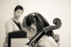 Cello (susivinh) Tags: bw music blancoynegro student sara teacher cello musica profesora pupil estudiante profesor alumno