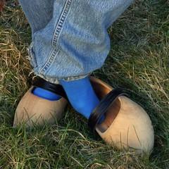 tripklompen2 (worndownclogs) Tags: blue dutch socks wooden intense shoes jeans klompen tripklompen