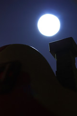 By the light of the silvery moon ... (Rigib) Tags: sky moon house macro night canon toy miniature full explore 60mm smurf schlumpf pitufo jakks f35 schlmpfe schtroumpf peyo puffo lens00025 img6451    explore304 moulov sanafer ourdailychallenge