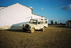 Land Rover (sotomeior) Tags: film car 35mm 28mm olympus xa landrover 2012 almadén