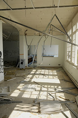 Salle dsosse (B.RANZA) Tags: trace histoire waste sanatorium hopital empreinte exil cmc patrimoine urbex disparition abandonedplace mmoire friche centremdicochirurgical