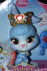 Palace Pets Disney Berry Talking (MissLilieDolly) Tags: pets white snow rabbit bunny berry palace disney collection musical crown neige dolly talking blanche miss lilie lapin blancheneige couronne myrtille missliliedolly