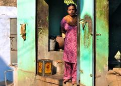 India-Gwalior (venturidonatella) Tags: street portrait people woman india colors women asia ombra streetlife streetscene persone sguardo colori ritratto gwalior luce citta d300 nikond300