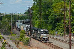 NS 24K @ Oxford Valley, PA (Darryl Rule's Photography) Tags: sun spring ns may ge freight westbound morrisville eastbound norfolksouthern 24k emd intermodal oxfordvalley sd70ace traintrains mixedfreight morrisvilleline 17g trentoncutoff cpjohn morrisvilleyard feasrerville