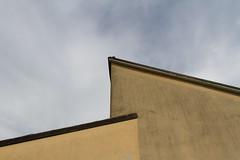 "case parallele  #morrodalba #italy #clod #giornatedifotografia #sensi #enricoprada #canon #home #casa #minimal #geometrie #architecture (claudio ""clod"" giuliani) Tags: italy canon clod sensi morrodalba giornatedifotografia"