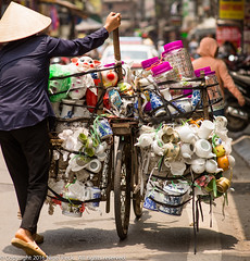 How many teapots can you get on a bicycle? (Pexpix) Tags: bicycle hanoi nikkoraf85mmf14d nikondf outdoor street vietnam hni
