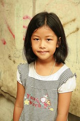 cute girl (the foreign photographer - ) Tags: cute girl portraits canon thailand kiss child bangkok khlong bangkhen thanon 400d