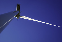 Viewfinder-windturbine-fotograferen-eigenzinnige-fotografie-13 (sven.vansantvliet) Tags: windmill blauw rood wit windturbine limburg windmolen lijnen strak