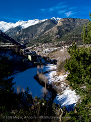 Living in Andorra: Vall nord (lutzmeyer) Tags: city autumn winter sunset mountain mountains berg rural town photo montana europe afternoon foto fotografie sonnenuntergang dorf village sundown image herbst pueblo january picture ciudad enero berge valley stadt invierno below baixa bild unten andorra imagen pyrenees muntanya tal januar overview iberia montanas ciutat pirineos pirineus tardor bersicht iberianpeninsula gebirge pyrenen otono hivern poble muntanyes gener nachmittag berblick vallnord imatge lamassana gebirgszug iberischehalbinsel aldosa lamassanacity